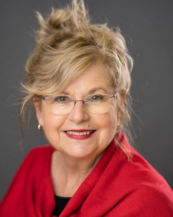 Leslie  Cosmetologist